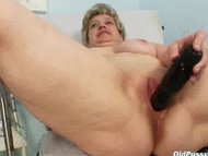 Mature old pussy gyno spe...