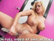 Shyla Stylez strips in li...