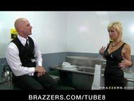 BIG TIT BLONDE PORNSTAR I...