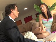 Gracie Glam pleasuring he...