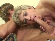 Nonna si scopa ragazzo palestrato