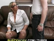 BBW spreads legs for big ...