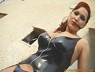 Dominatrix Vendy Shows He...