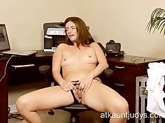 Milf Alicia Silver opens up her pussy...