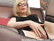 Naughty cougar love to gi...