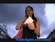PublicAgent Skinny brunet...
