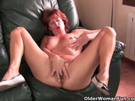 Redheaded mature mom play…