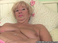 Chubby granny gets her ol...