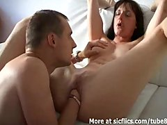 Babe Bigtits Brunette video: HOT BRUNETTE FISTED TO A WILD ORGASM