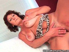 Big titted granny finger fucks her ha...