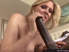 Blonde Blowjob Facial vid: Airerose Mature MILF Julia Ann Tames a BBC
