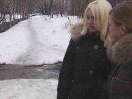 Dos adolescentes rusas co...
