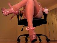 Erotic hypnotist trancing...