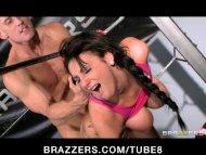 BigTit brunette boxer ge...