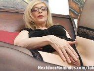 Naughty cougar love to gi...