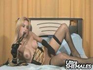 Sexy blonde tranny in lin...