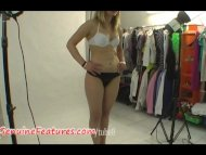 Natural teen shows her bo...