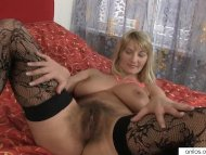 Bigtit mom toys her hairy...