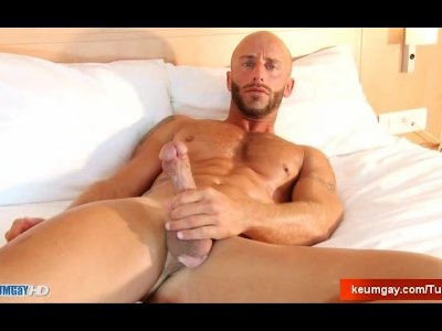 Porno Video of Aym A Muscle Dude Gets His Very Huge Cock Wanked By Me